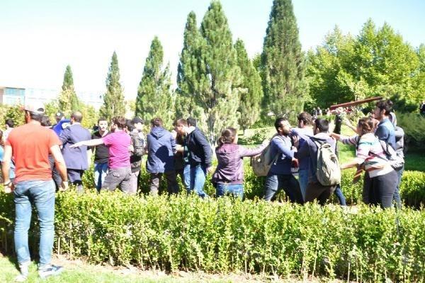 Karşıt görüşlü öğrenciler arasında kavga