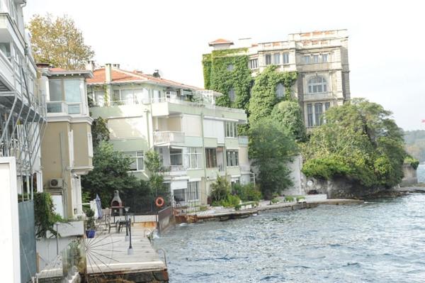Ahmet Kural 'ev'lendi