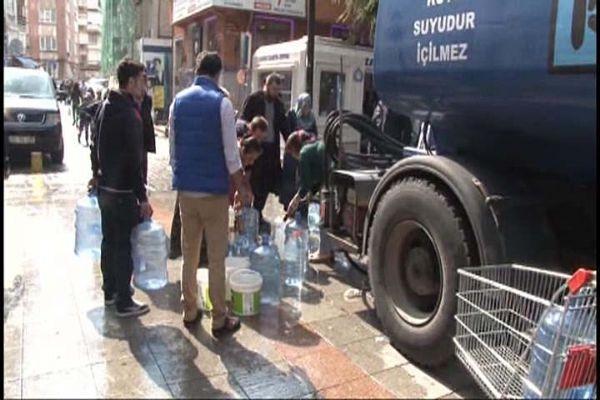 Kadıköy belediyesi devreye girdi, tankerlerle su taşıdı