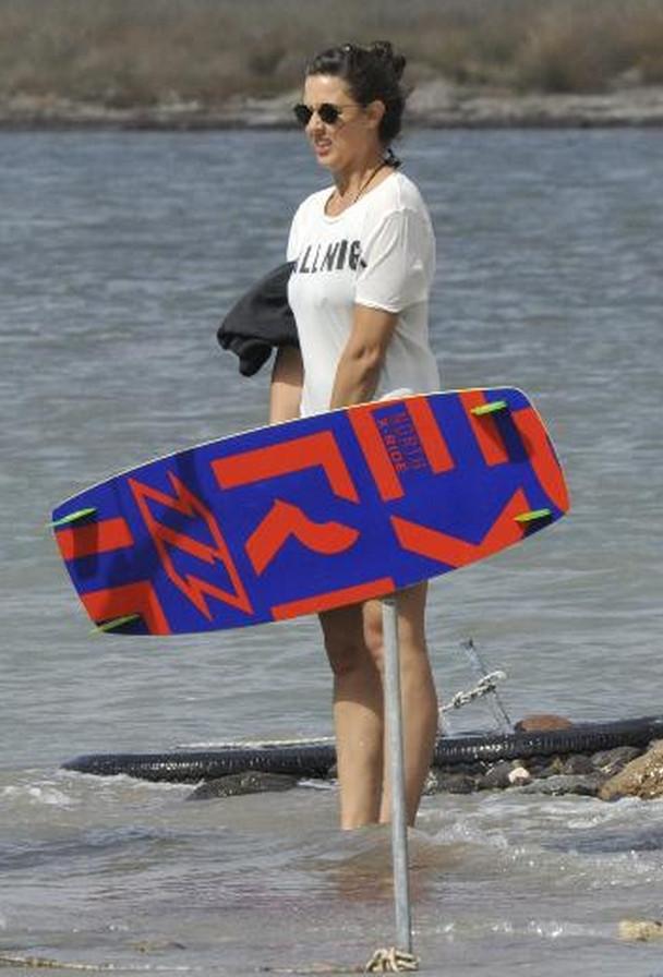 Issız kadın plajda