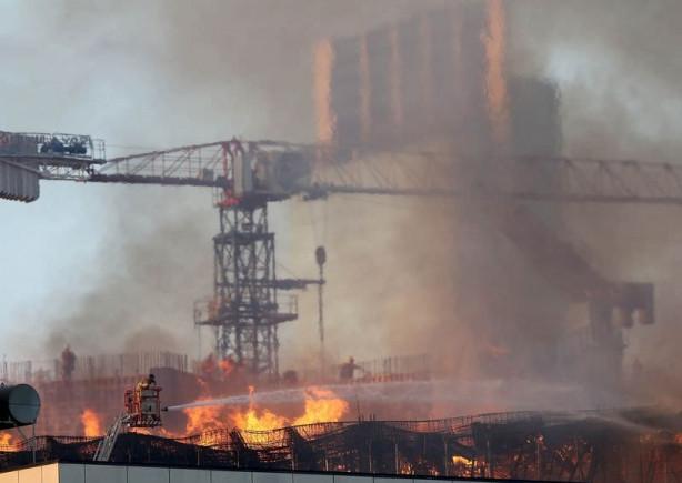 İzmir'de gökdelen inşaatında yangın