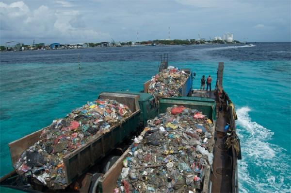 Cennet ada çöplüğe döndü