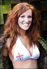 İngiliz asker Katrina Hodge
