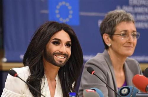Avrupa Parlamentosu'nda Conchita Wurst izdihamı