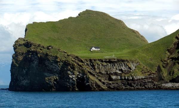 Issız adadaki tek evin esrarengiz sırrı