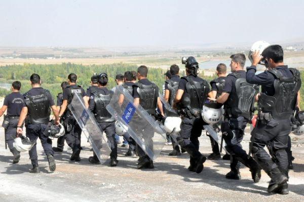 5 gündür kapalı yol, 400 polisle açıldı!