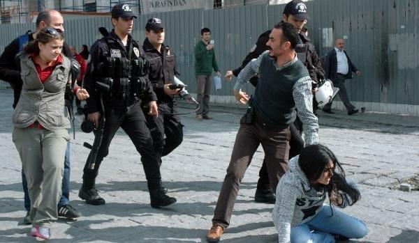 IŞİD protestosuna yaka-paça gözaltı