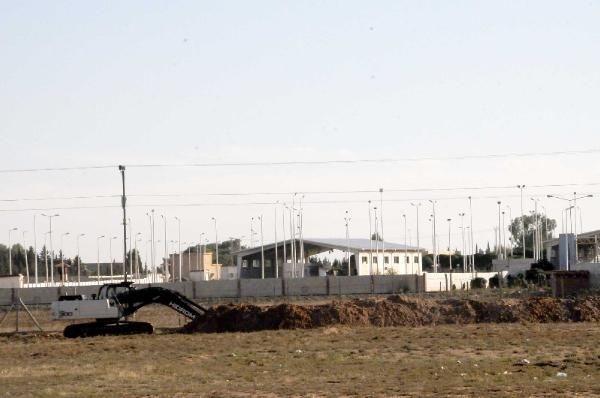 Suriye sınırına hendekler kazılıyor