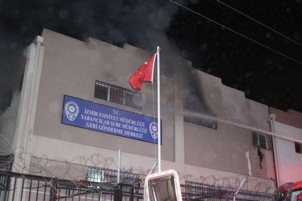 Mülteciler yataklarını ateşe verdi