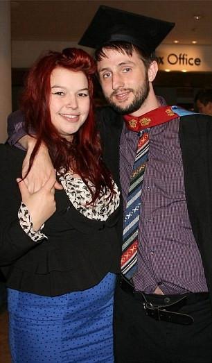 Yeni evli çift el ele ölüme gitti