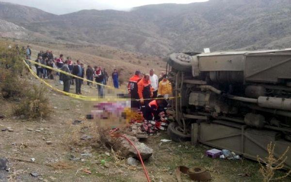 Afyon'da feci kaza: 6 üniversiteli öldü, 23'ü yaralı