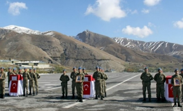 Hakkari'de şehit olan askerler için ilk tören