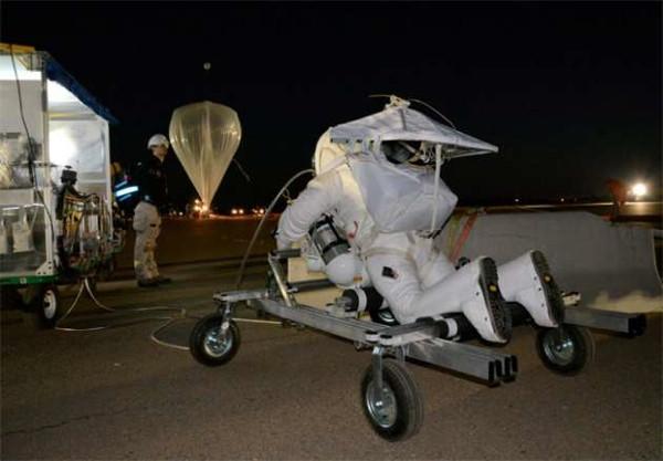 Google patronu uzaydan atladı