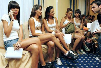 Kort kızları böyle seçiliyor!
