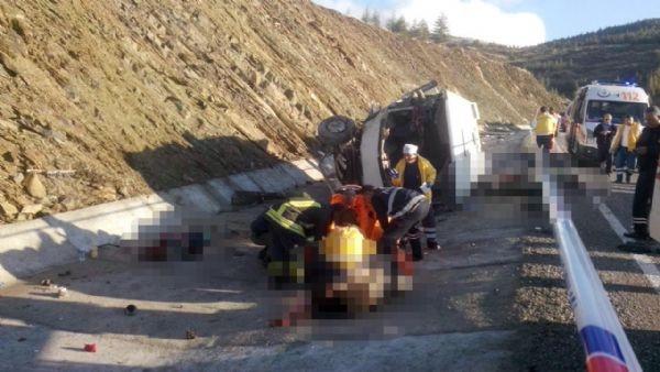 Isparta'da katliam gibi kaza: 15 ölü