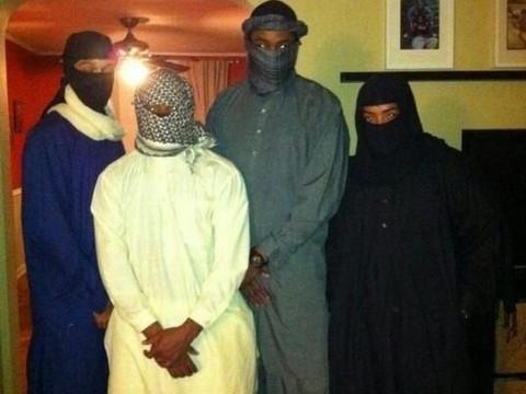 Cadılar bayramı için IŞİD militanı oldular!