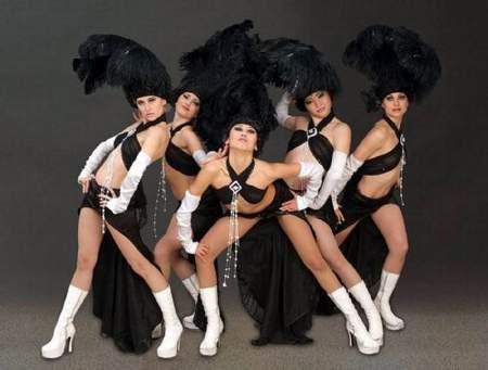 Kazak dansçılar kriz yarattı