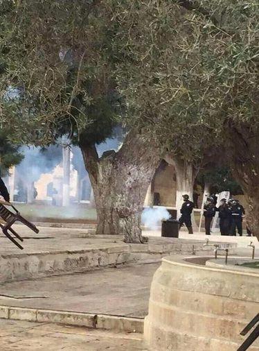 İsrail polisinden Mescid-i Aksa'da sert müdahale!