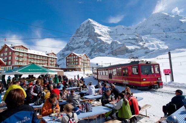 İsviçre'de nefes kesici tren yolculuğu