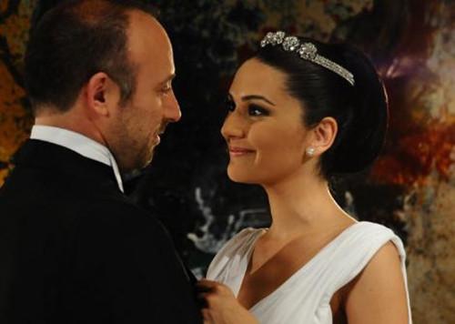 Halit Ergenç'ten öpüşme cevabı