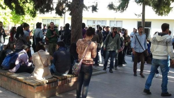 Karşıt görüşlü öğrenciler birbirine girdi: 5 yaralı