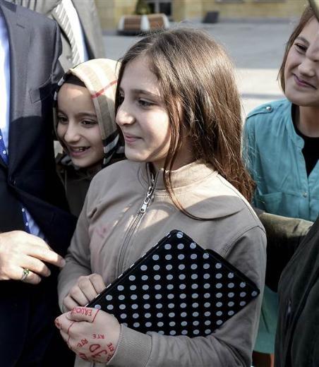 Erdoğan Taner Yıldız'ın kızının elini görünce...