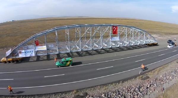 Tarihi köprünün 2 günlük yolculuğu havadan görüntülendi