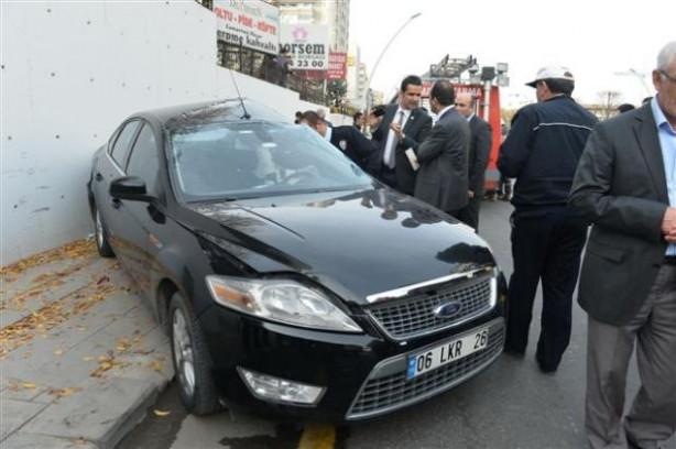 AK Parti önünde kaza