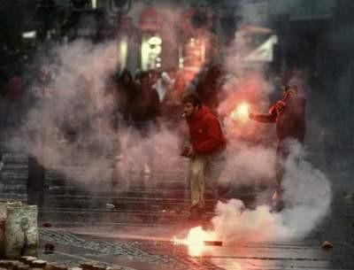 Karadziç yanlıları Belgradı ateşe verdi