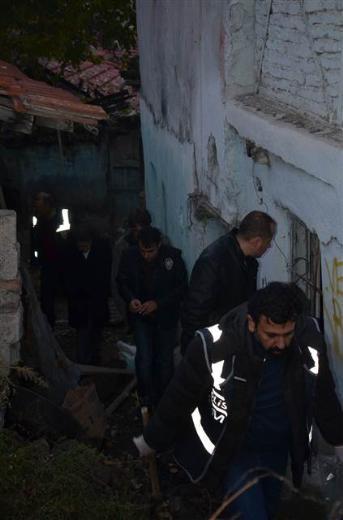 Ankara'da toprağa gömülü sandıktan cephanelik çıktı