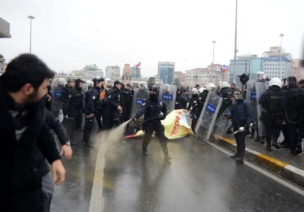 Taksim'de CHP'lilere müdahale