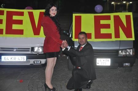 Arabalı evlenme teklifi!