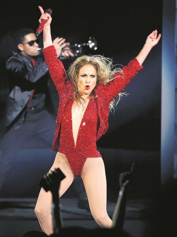 Jennifer Lopez yine büyüledi
