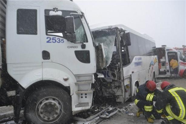 Yolcu midibüsü kaza yaptı!