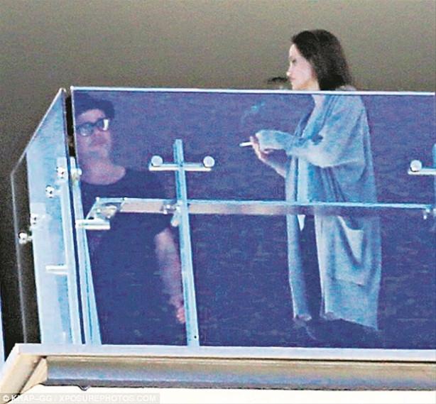 Angelina Jolie- Brad Pitt'in evliliği sallantıda