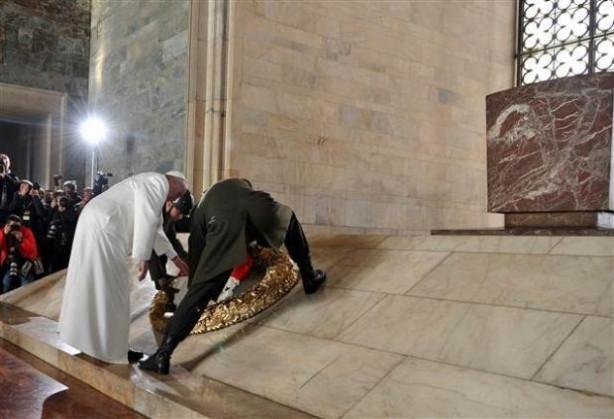 Türkiye'den Papa geçti