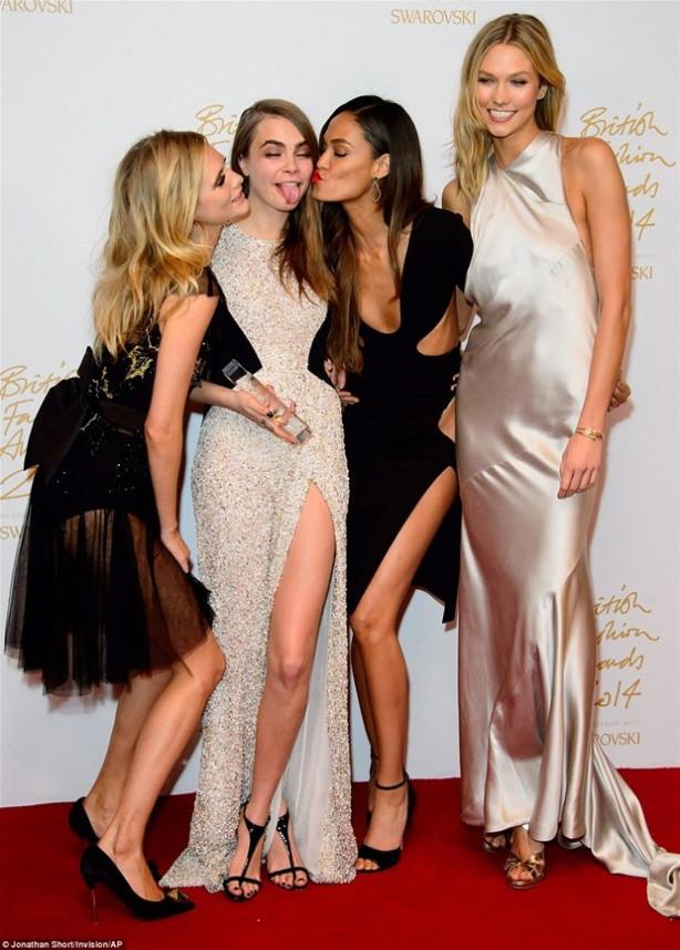 İngiliz Moda Ödülleri renkli görüntülere sahne oldu