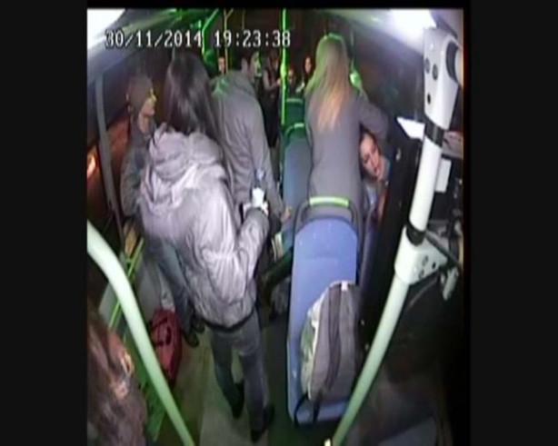 Liseli genç kız otobüste alkol komasına girdi