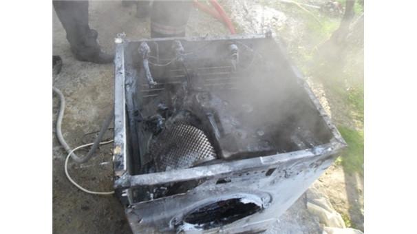 Çamaşır makinesi bomba gibi patladı