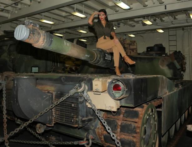 Kim'den askerlere moral ziyareti