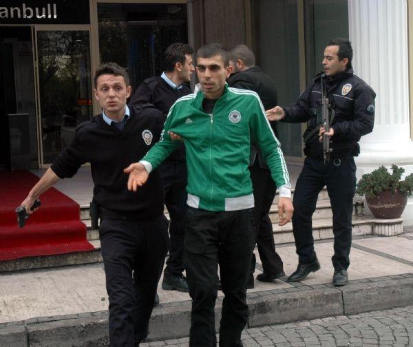 Fatih'te polise ateş açıldı