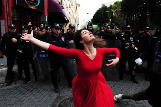 Danslı protesto