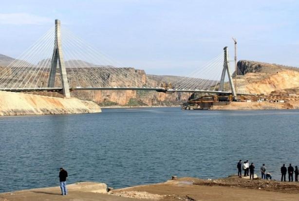 Nissibi Köprüsü'nün bitmesine 6 metre kaldı