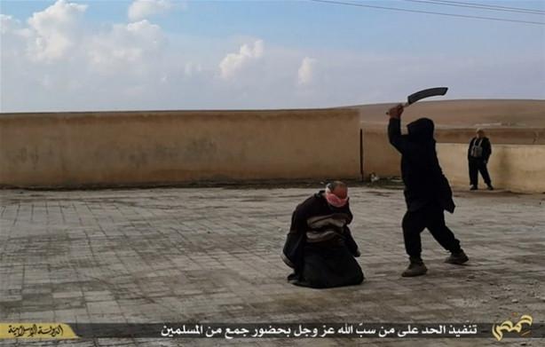Allah'a hakaret ettiği ileri sürülen kişinin kafası kesildi.