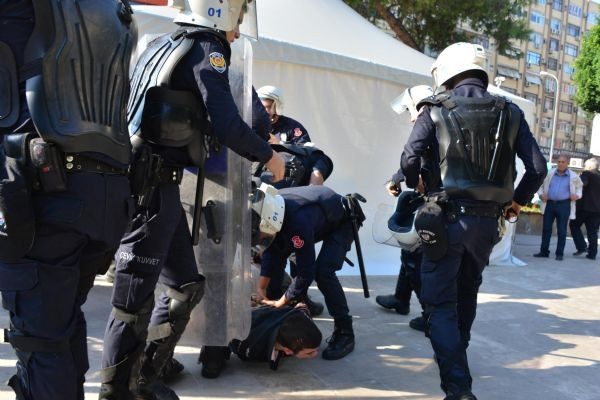 Polis böyle gözaltına aldı