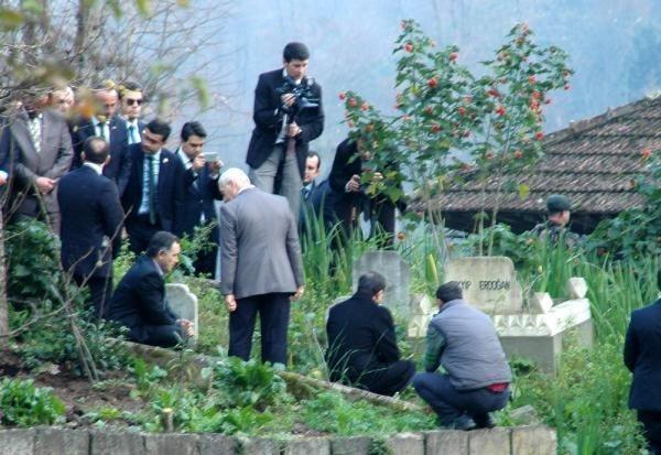 Erdoğan'ın dedesinin mezarını ziyaret etti