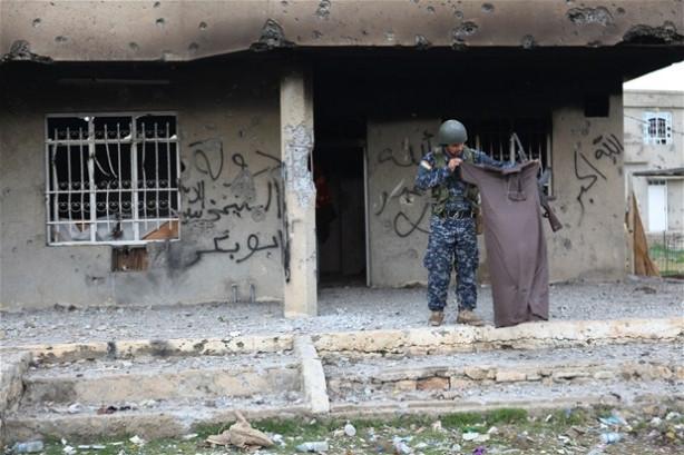IŞİD geride virane şehir bıraktı