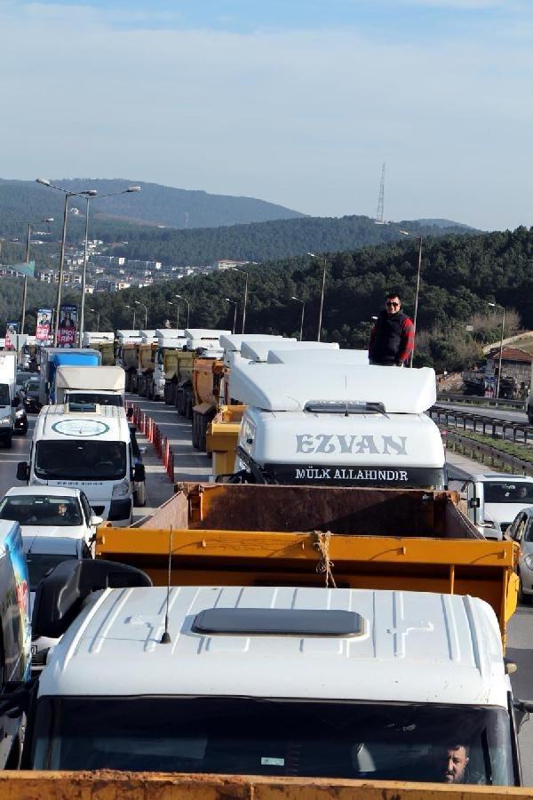 İstanbul'da kamyonculardan büyük eylem