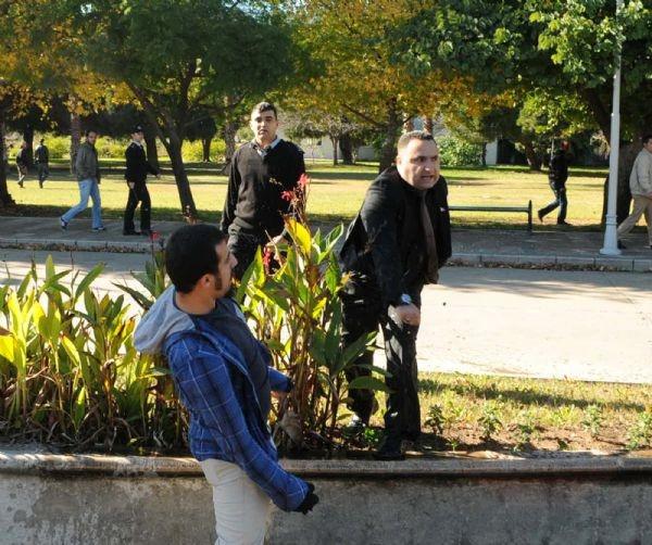 Öğrencilerle güvenlik görevlileri arasında arbede