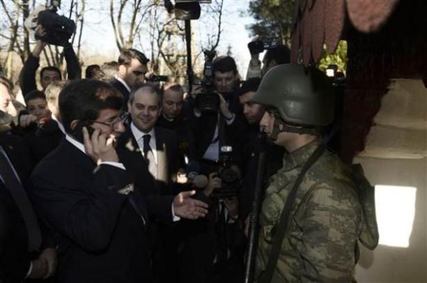 Davutoğlu'ndan Samaras'a sınırdan telefon